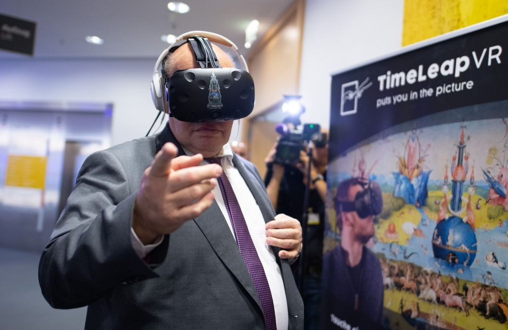 Federal Minister of Economics Peter Altmaier tests our Experiences at the Digital Summit